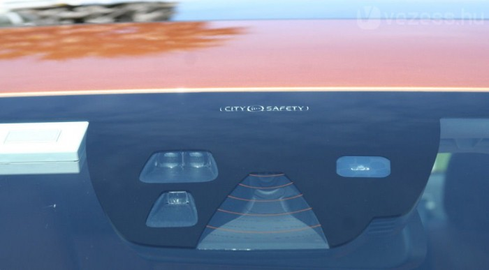 Radarral és kamerákkal pásztázza az utat a rendszer