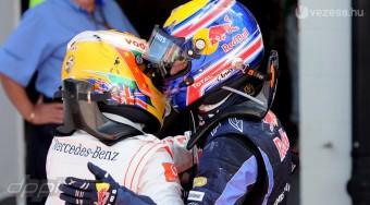 Hamilton az ász, Webber nyomul a bukiknál