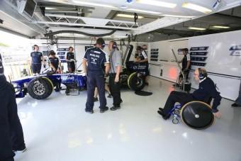 F1: Egy óra a Williams garázsában