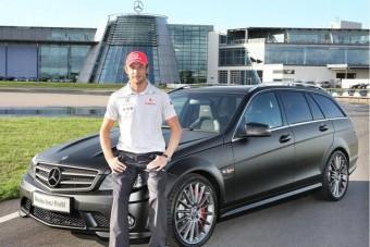 Jenson Button családi autót kapott