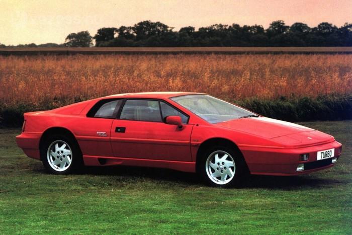 A Lotus Esprit 1981-ben megvalósította a méretcsökkentés elvét: feltöltéssel egy kis motor jobb lehet a nagy szívómotornál