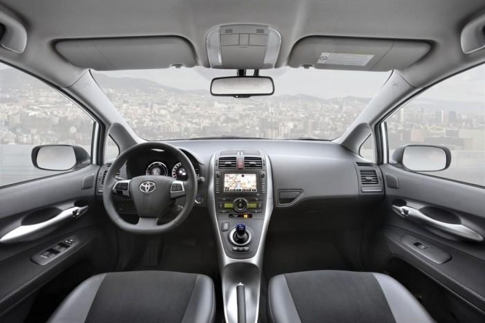 Sokkal autószerűbb belül, mint a Prius
