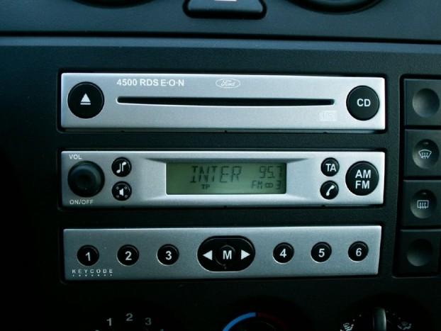 A Ford rendkívüli kreativitással készít olyan rádiókat, amelyeket nehéz más modellel kiváltani