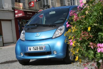 Januártól jönnek az elektromos autók