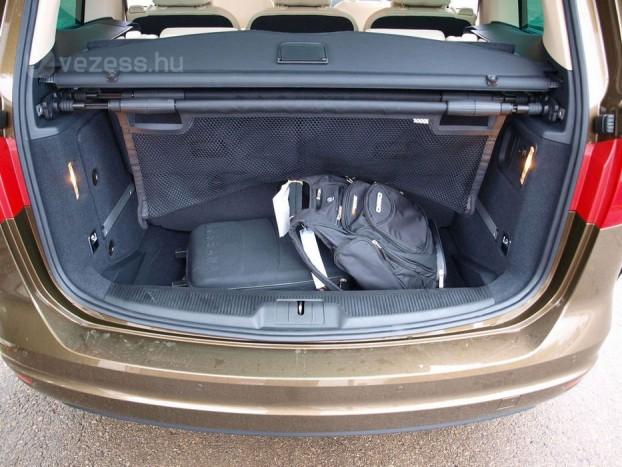 Hét üléssel is van még egy kisautónyi, 267 literes csomagterünk