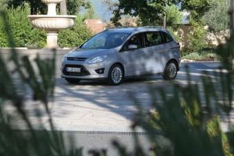 Családi, de nem trottyos az új Ford C-MAX