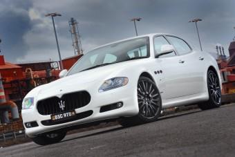 Maserati limuzin versenygénekkel