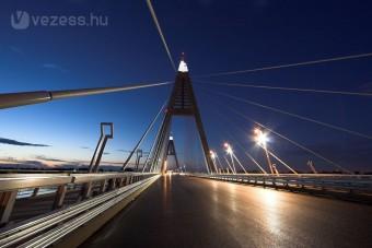 Lezárás az M0-s hídján