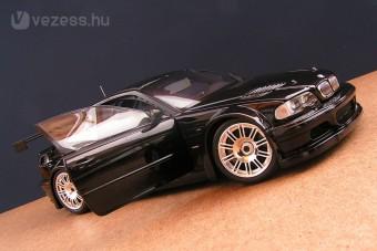 BMW M3 GTR: Fekete szörnyeteg