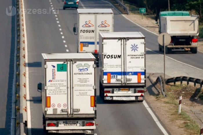 A kormány a KRESZ módosításával 2011. január elsejétől előzési tilalmat vezet be a nehéz tehergépkocsikra. Az intézkedés célja a gyakran indokolatlan, a forgalmat több percig is feltartó előzésekkel okozott torlódások, balesetveszély megszüntetése.