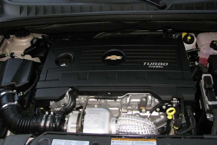 A kétliteres dízel NEM azonos az Opelek Fiat-eredetű motorjaival. Ez is olasz, de VM fejlesztés