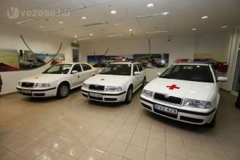 Adományautók a Vöröskeresztnek