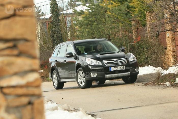 Sokba került volna egy SUV kifejlesztése, ezért a Subaru inkább megemelte a Legacyt. Ez már az Outback negyedik generációja