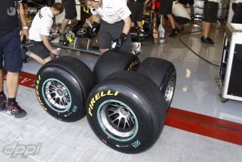 F1: Éjszaka, vízen tesztel a Pirelli