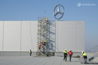 Felkerült a csillag a kecskeméti Mercedes gyárra