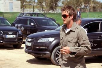 Beckham segített autót tolni