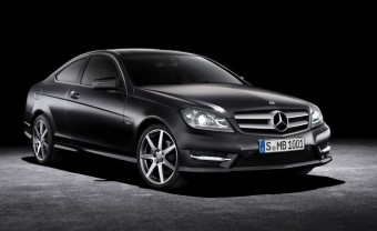 Dögös Mercedes a láthatáron