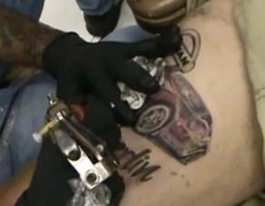 A lábra tetovált Nissan 350Z