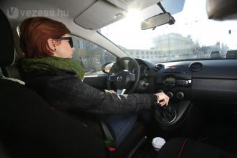 Lányteszt: Mazda2 1.3 TE Plus