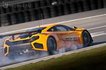 Kifutott a McLaren új versenyautója