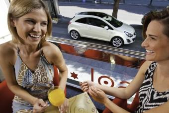 Egy Opel, amire a csajok buknak