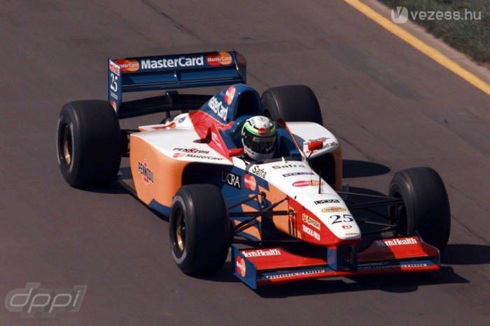 Hiába volt F3000-es menő Vincenzo Sospiri, a Lolával nem sokra ment