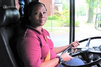 Új szolgáltatás: ingyen buszozás női sofőrrel