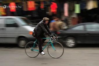 Beszólt a bicikliseknek az autós szövetség