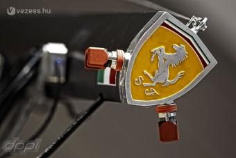 F1: Prüszkölnek a Ferrarinál