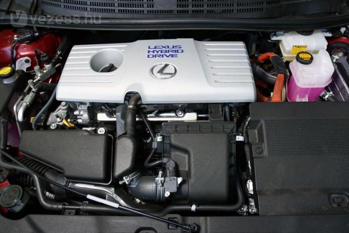 Csendes melós az 1,8-as benzinmotor, ritkán zúgolódik