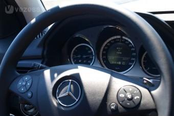 Dízelbotrány: 60 ezer Mercedest kell visszahívni