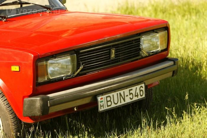 23 éve Czvikli Józsefé az autó, ő őrizte meg a 2104-est ilyen gyönyörű állapotban
