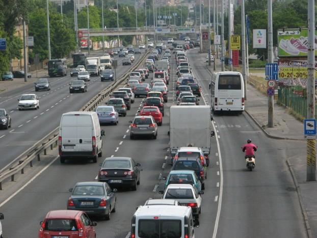 A buszsáv kihasználtsága nem az igazi, de a három normál sáv forgalma is nagyon egyenlőtlenül oszlik meg
