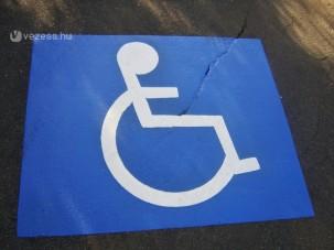 Több pénz a mozgássérülteknek autóra