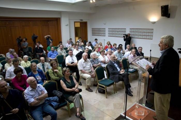 Megtelt a terem: nagyjából százan lehettünk Fónagy János előadásán
