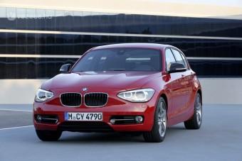 Álmos pofával jön az új 1-es BMW