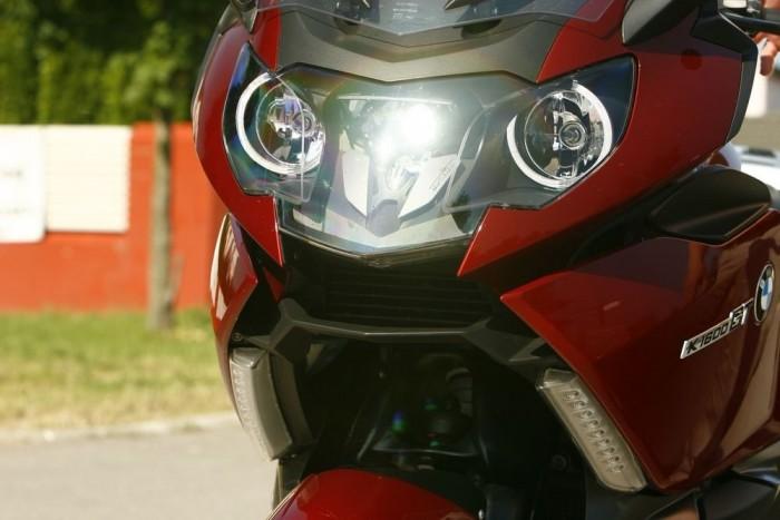 Gonosz rovar angyalszemmel: a BMW autók fénygyűrűje a motorra is felköltözött