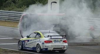 Búgócsigaként pörgött a balesetes Camaro