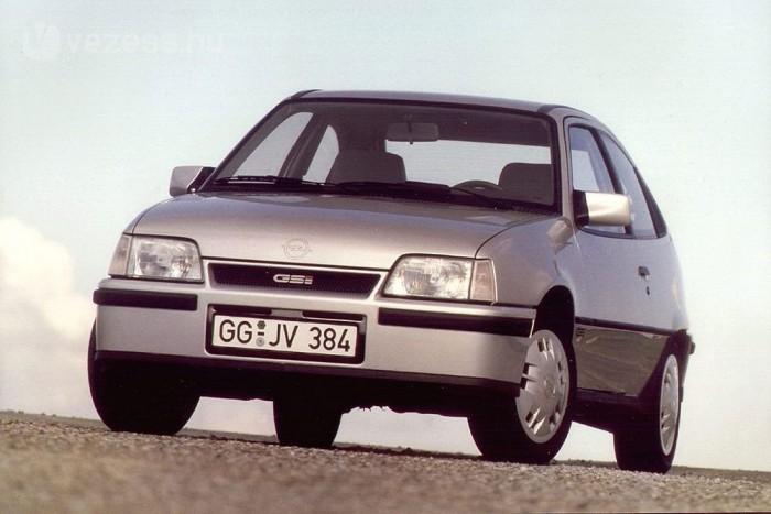 A Kadett GSi a Golf GTI méltó ellenfele volt. 115 és 150 lóerős, kétliteres motorok hajtották
