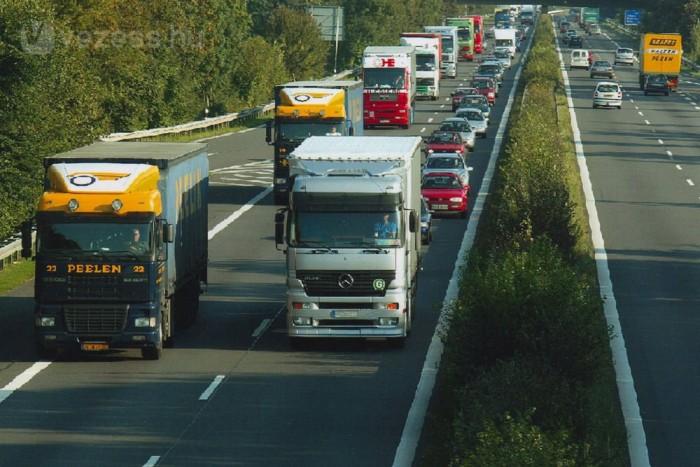 Személyautóval Németországban ingyenes az autópálya-használat