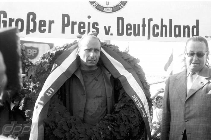 Erejének megfeszítésével nyerte meg az 1957-es Német Nagydíjat