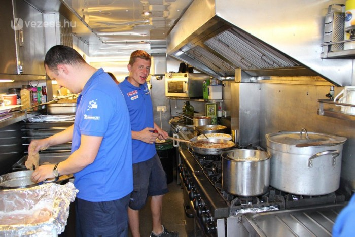 1000 kiló csirke, 890 kiló tészta készül el egy év alatt itt