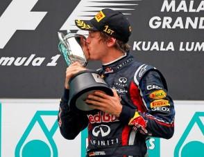Vettel cuppanósért árulja a titkokat - videó