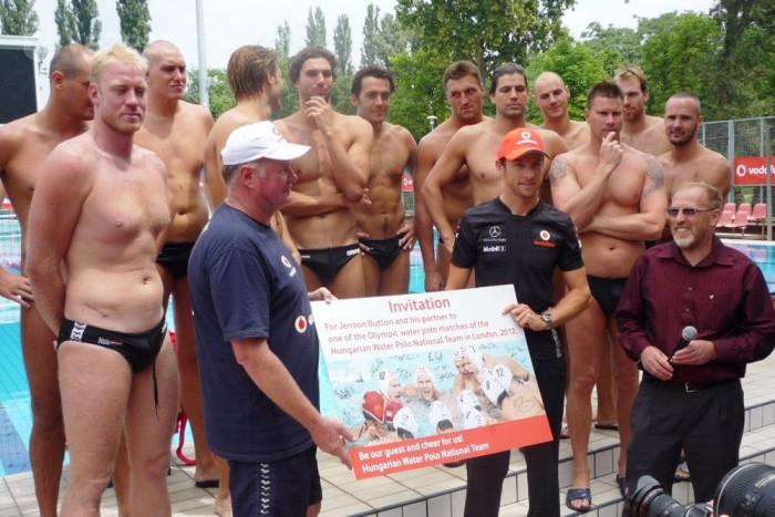 A magyar vízipólócsapat meghívta Jensont (és partnerét) a 2012-es londoni olimpia egyik meccsére is