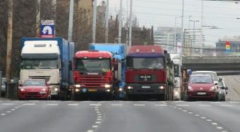 Rászáll a teherautókra Budapest