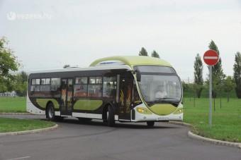 Új magyar elővárosi busz