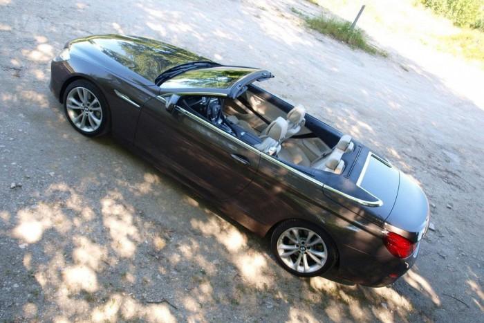 Olyan, mint egy igazi BMW, csak kicsit puhább, kicsit elegánsabb. Teljesítménye, minősége rendben van. A hangja pedig egyenesen felejthetetlen.