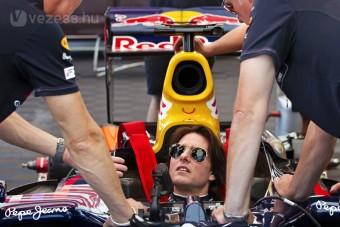 Így vezet F1-est Tom Cruise - videó