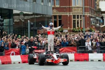 F1: Button Manchesterben száguldozott - videó
