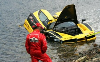 Óceánban landolt a 600 milliós Ferrari